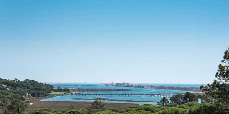 Clear blue skies and sea views near Villa Florabella in Algarve, Portugal